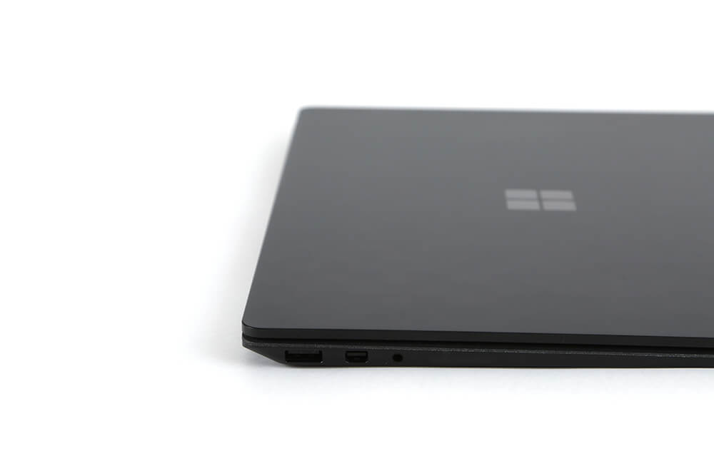 「Surface Laptop2」側面画像右端子部分