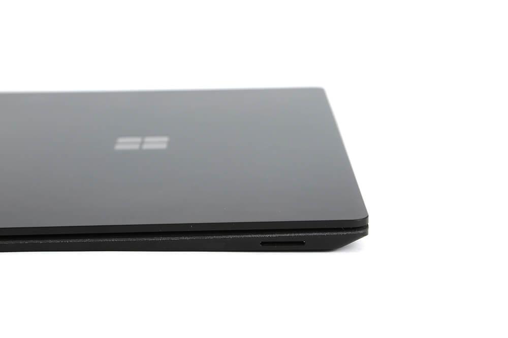 「Surface Laptop2」側面画像左端子部分