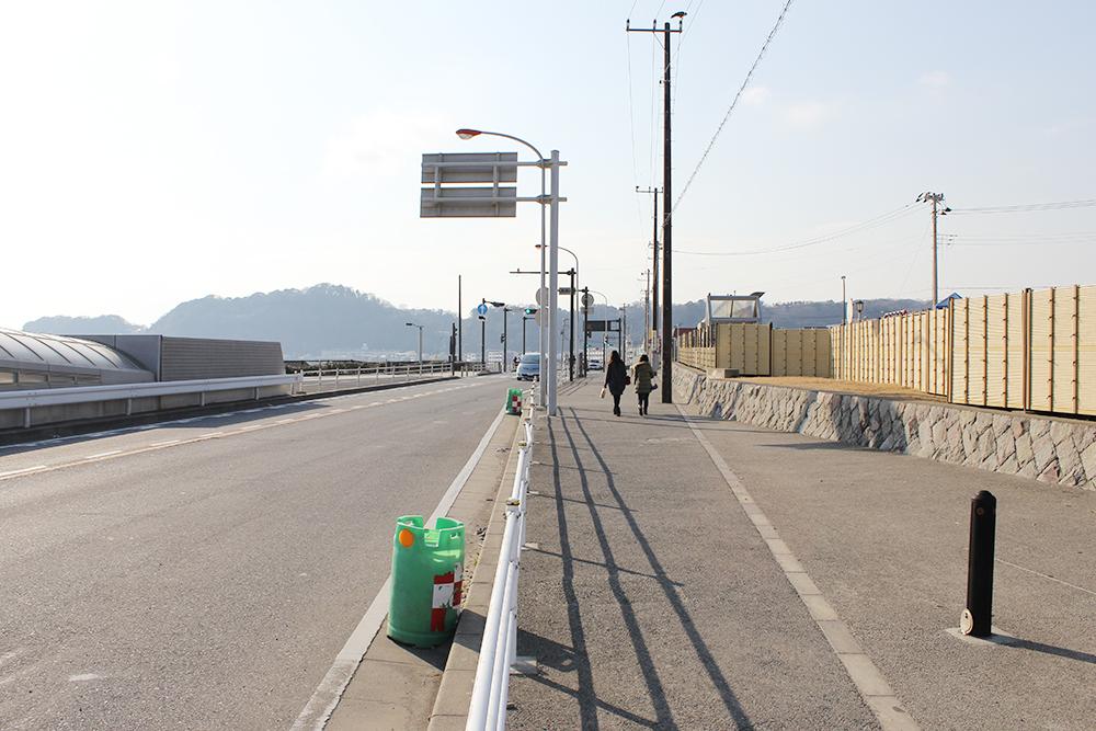 海岸沿いの道を藤沢方面へ