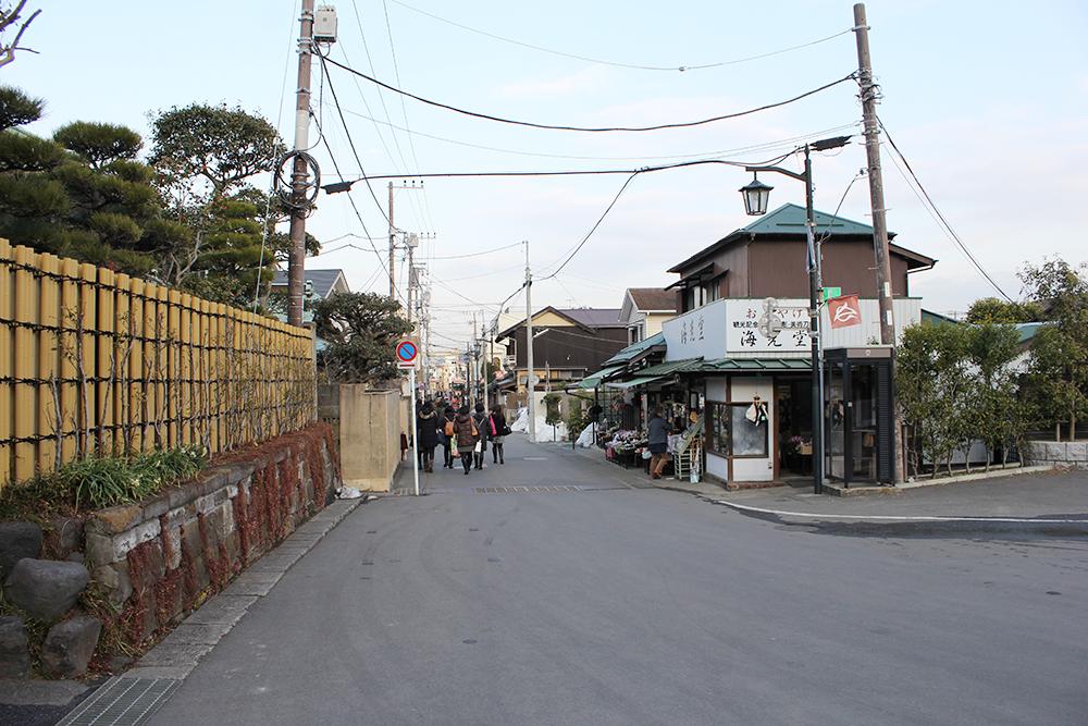 長谷寺の前の道を戻って