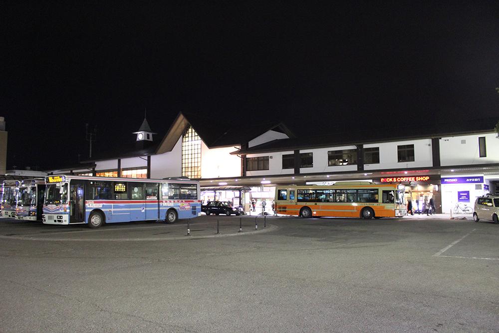 夜の鎌倉駅東口