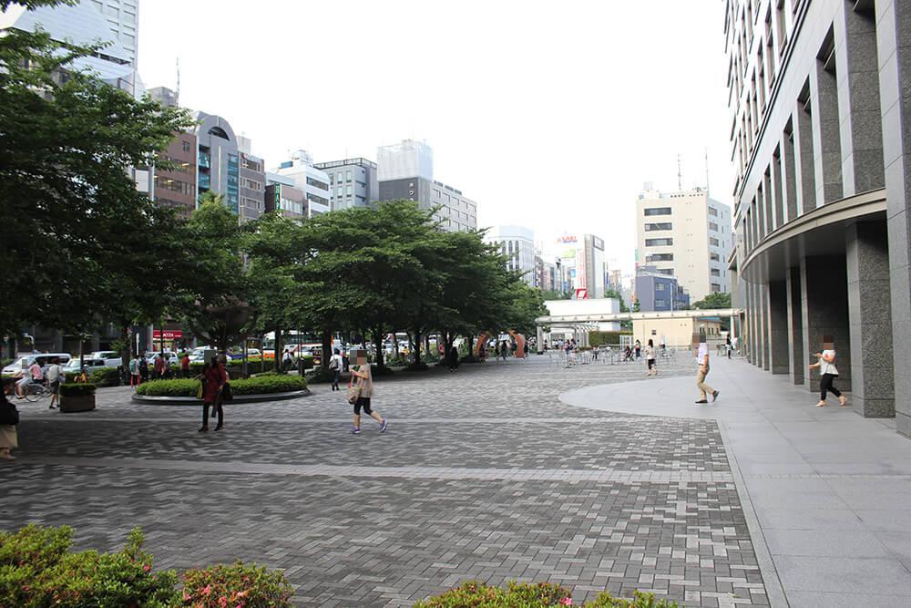 甲州街道を新宿駅南口方面へ