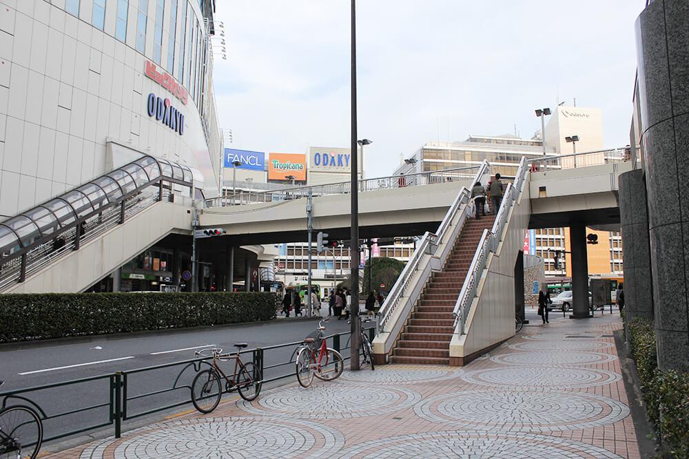 新宿西口の小田急ハルク横に到着