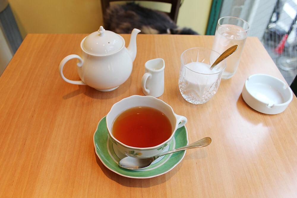 おいしい紅茶。猫店長と相席