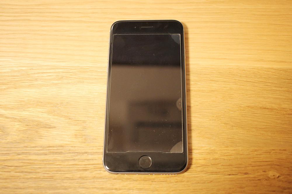 iPhoneの電源を入れる
