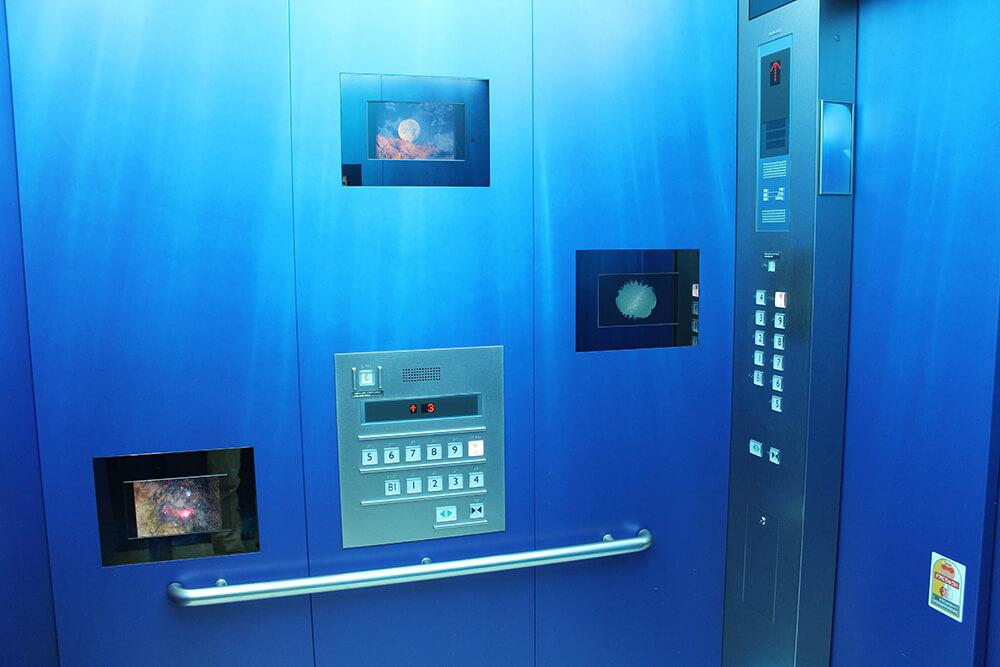 展望台へ向かうエレベーター