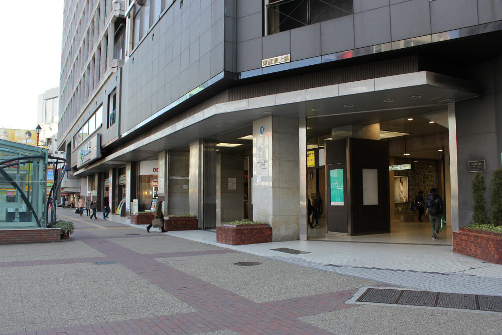 池袋駅西口駅前
