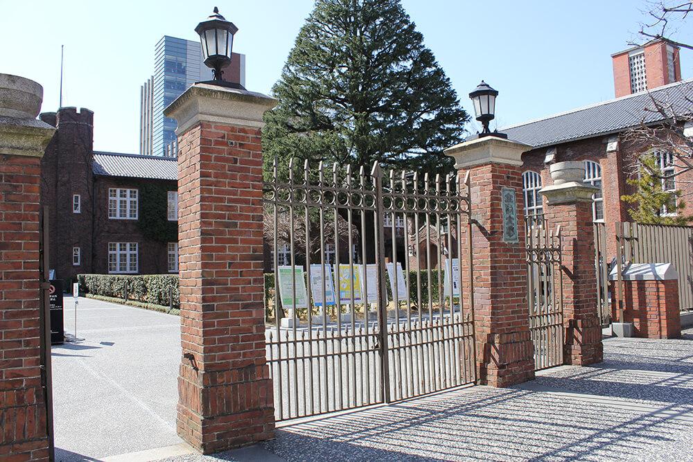 こちらが「立教大学正門」でございます