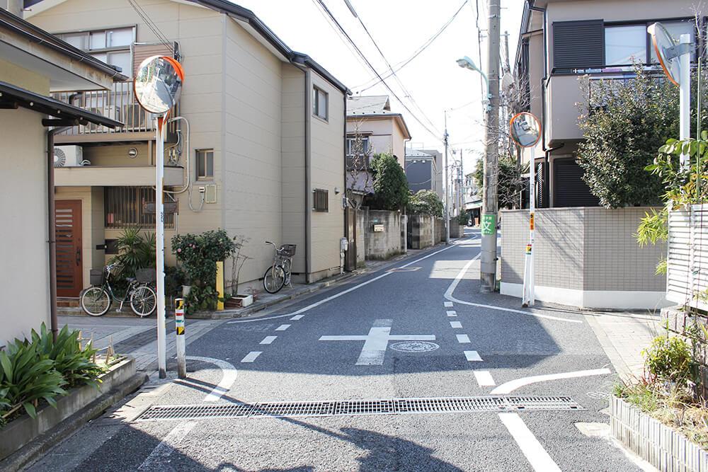 1つ目の十字路を左へ