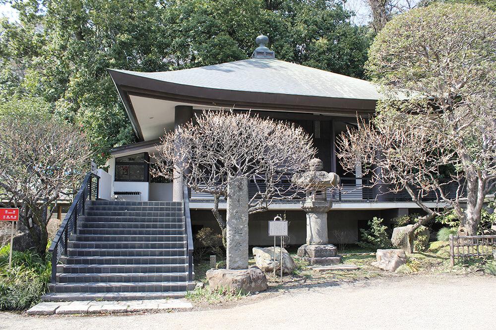 近代的な造りの「釈迦堂」