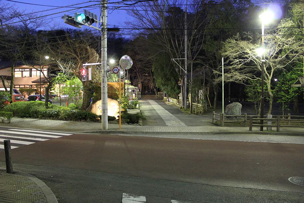 無事バス停前の通りに到着!