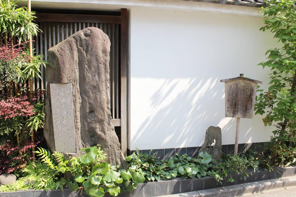 重厚感満載の石碑