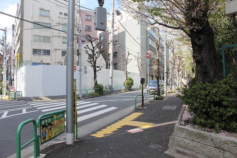 2本目の通りを右折します