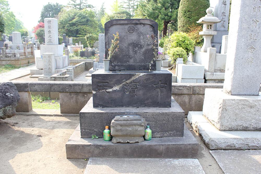 中濱(ジョン)万次郎の墓石