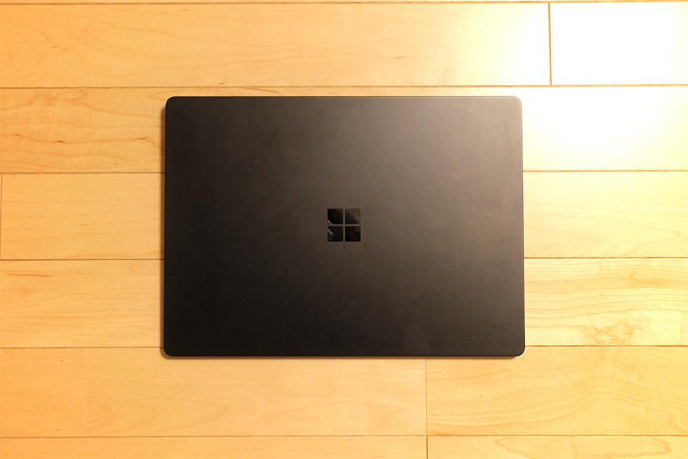「Surface Laptop 2 ブラック」の外観