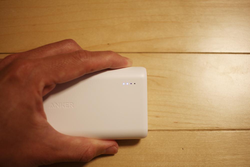 「充電量を見るボタン」を押すとライトが点灯