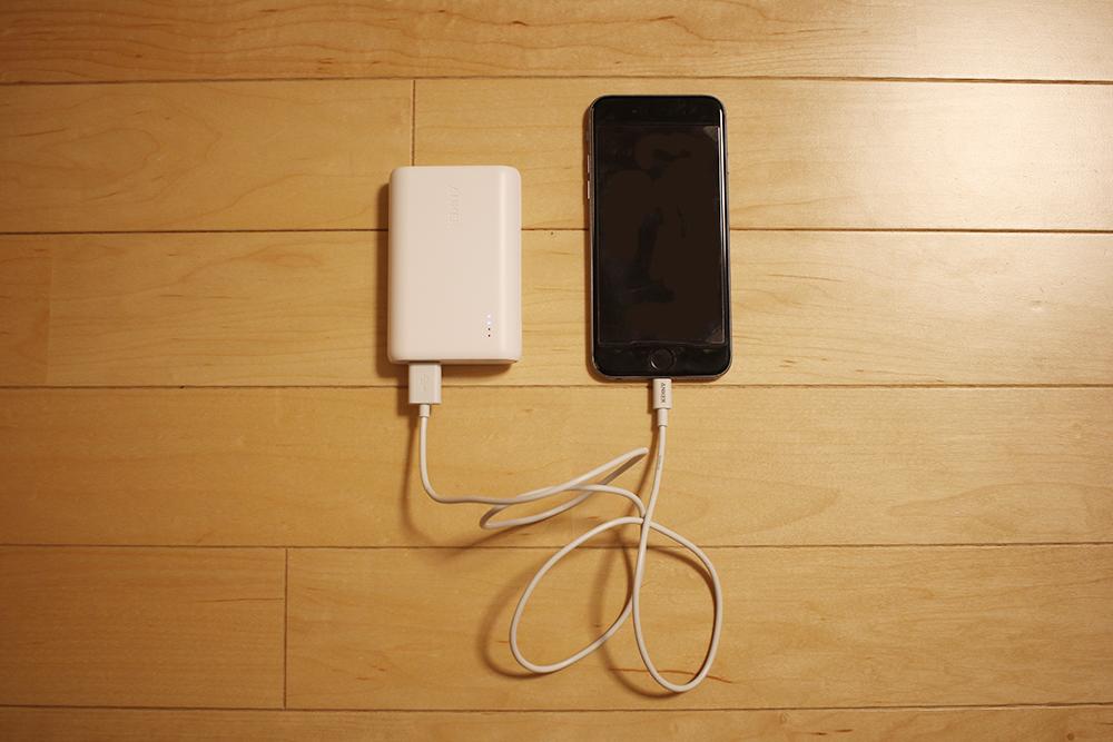 このような形でiPhoneを充電します