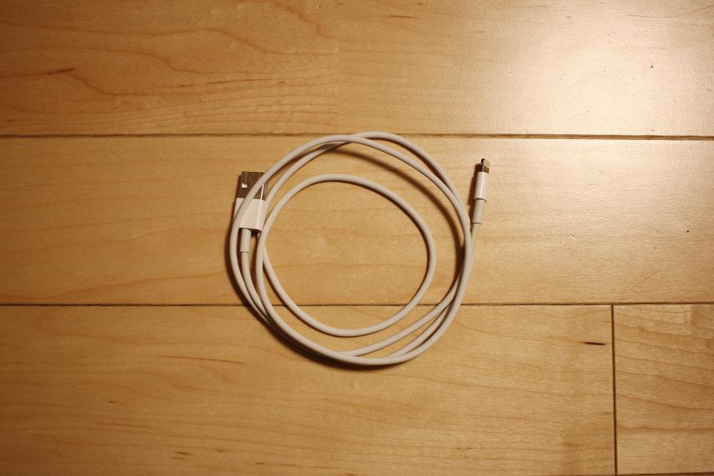 iPhoneについてくるライトニングケーブル